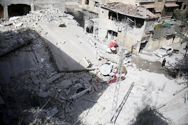 <p>A general view of damaged houses after an air raid in the besieged town of Douma in eastern Ghouta in Damascus, Syria, Feb. 6, 2018. (Photo: Bassam Khabieh/Reuters) </p>
