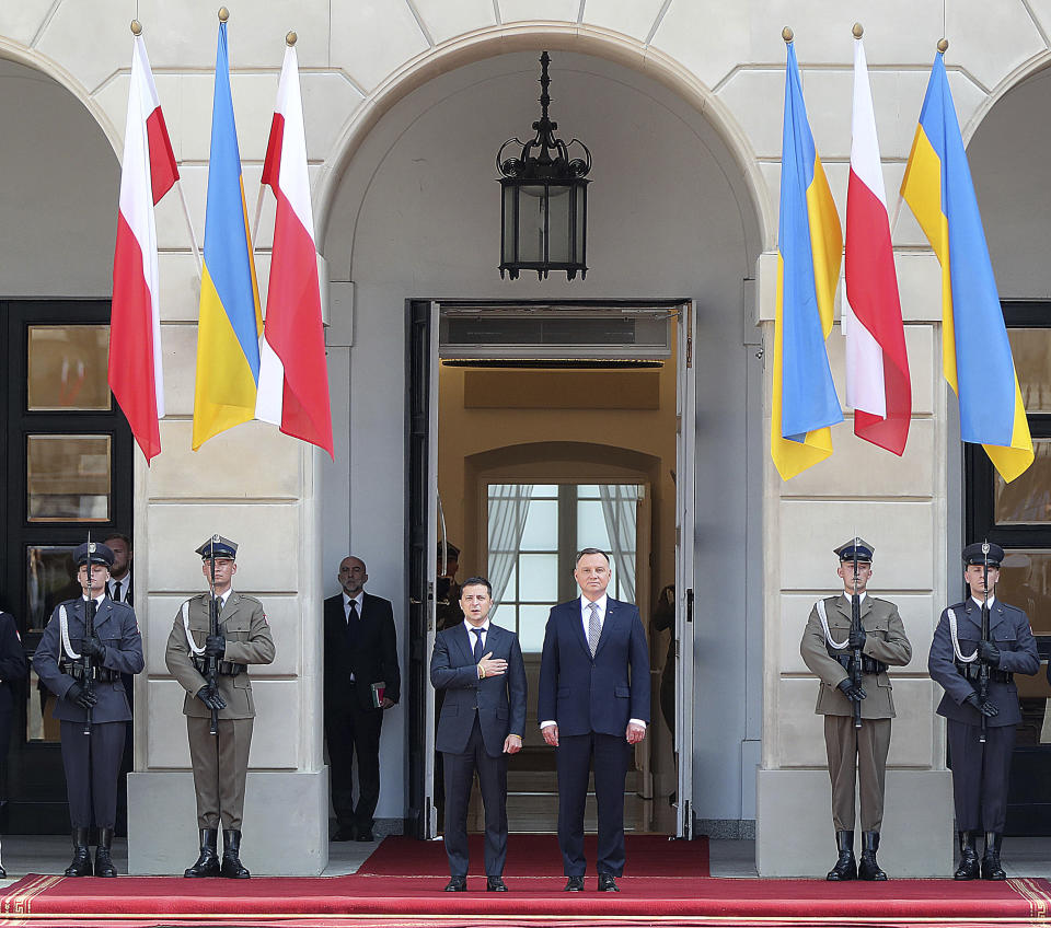 Poland's President Andrzej Duda,center right, welcomes Ukraine's President Volodymyr Zelenskiy before talks on bilateral relations and Ukraine's ties with Europe under the new government, in front of the Presidential Place in Warsaw, Poland, Saturday, Aug. 31, 2019. Zelenskiy is in Warsaw with members of his new Cabinet and will attend ceremonies marking 80 years of the start of World War II on Sunday.(AP Photo/Czarek Sokolowski)