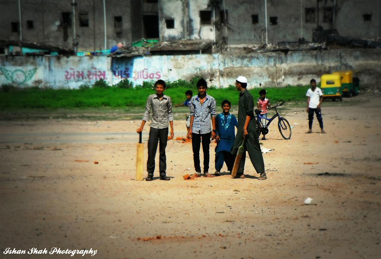 Ahmedabad street cricket, by Ishan Shah - https://www.flickr.com/photos/ishanshah22/
