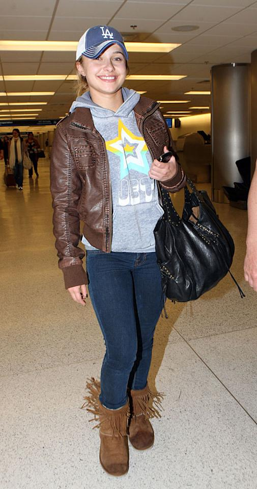 "Actress Hayden Panettiere was all smiles as she arrived in Miami for her New Years Eve celebrations. Juan Garces/<a href=""http://www.splashnewsonline.com"" target=""new"">Splash News</a> - December 31, 2009"