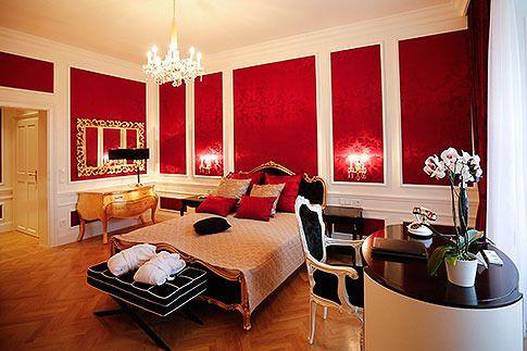 A bedroom in an apartment at Schoenbrunn Palace
