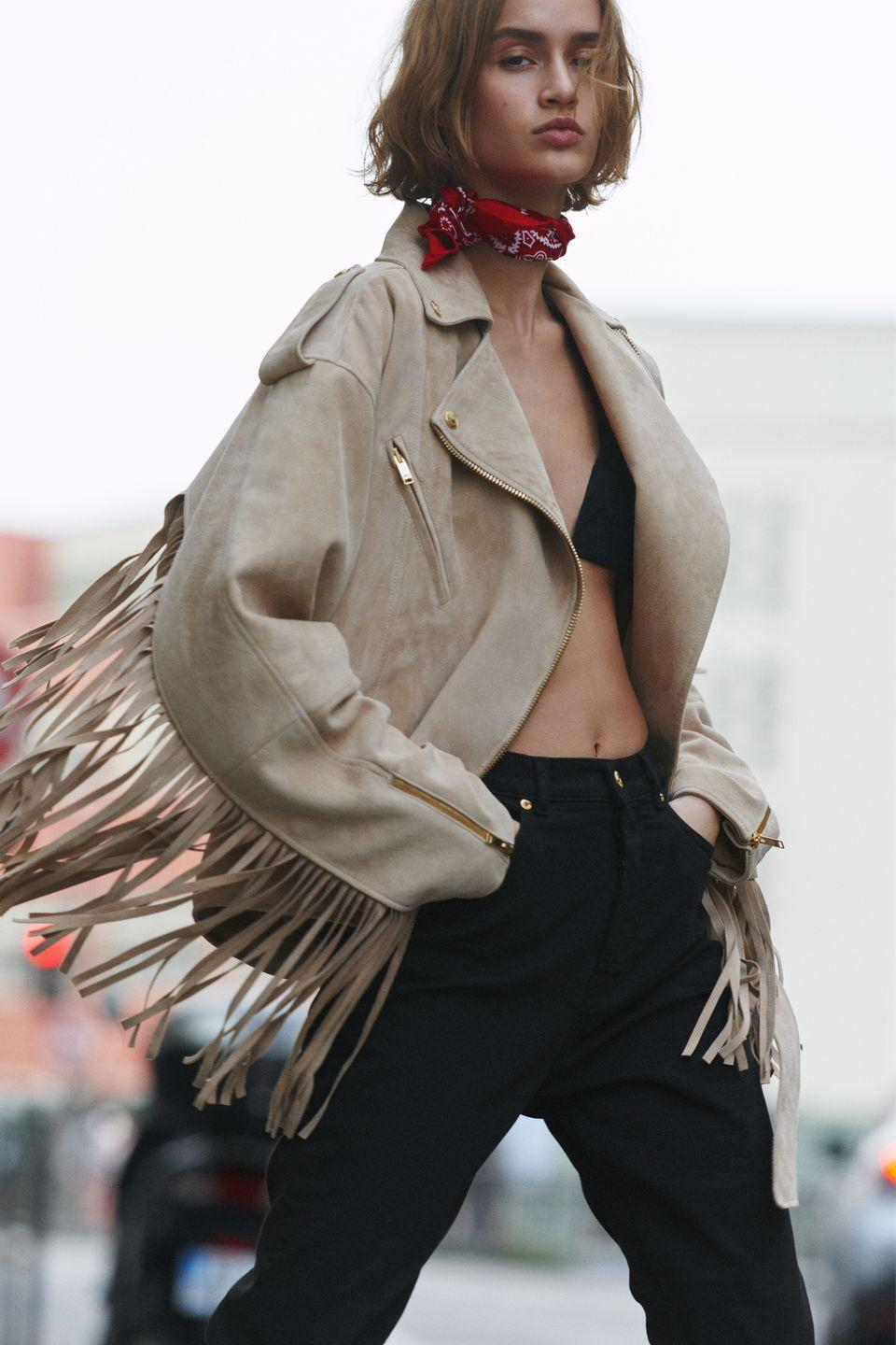 <p>From dresses to jackets and even accessories, fringe is king this season.</p><p><em>Alexandre Vauthier</em></p>