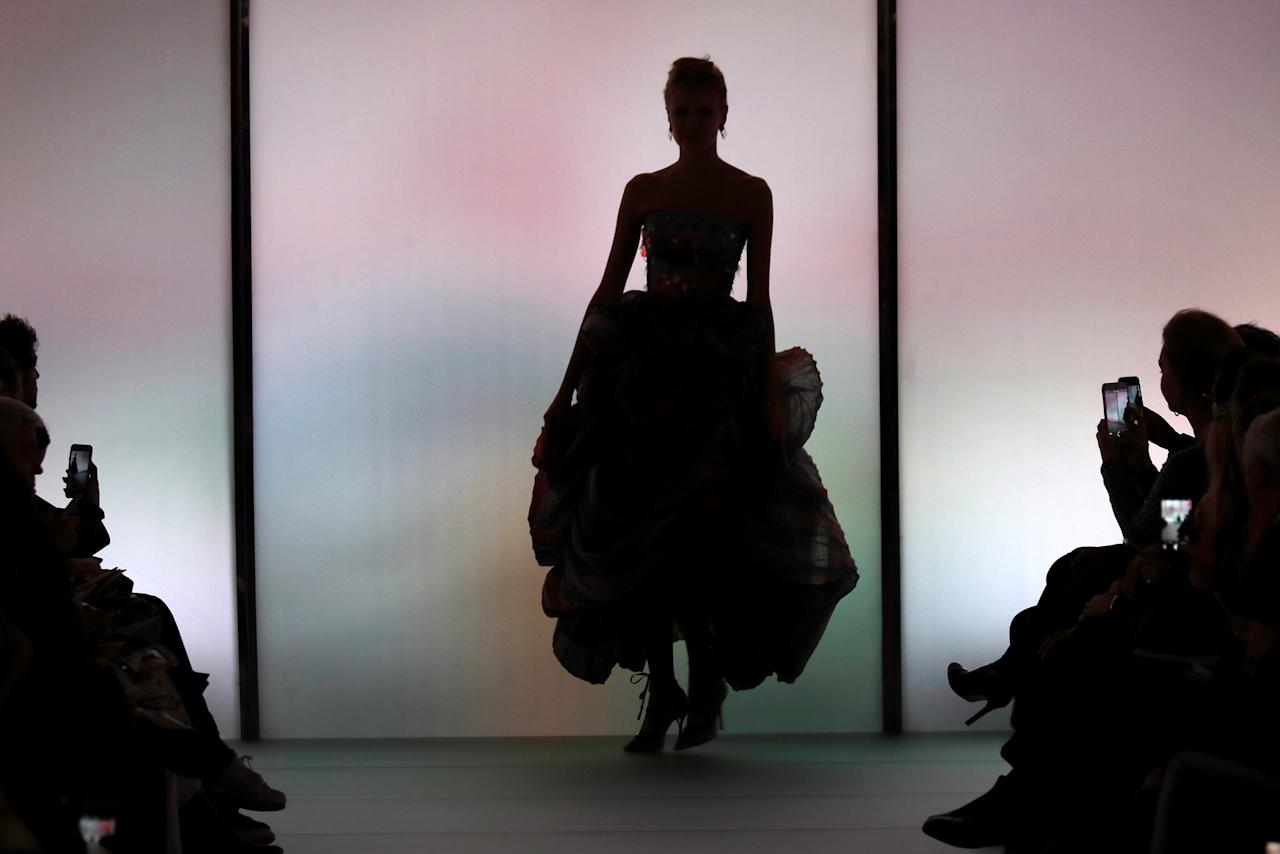 A model presents a creation by Italian designer Giorgio Armani as part of his Haute Couture Spring-Summer 2018 fashion show for Giorgio Armani Prive in Paris, France, January 23, 2018.   REUTERS/Charles Platiau
