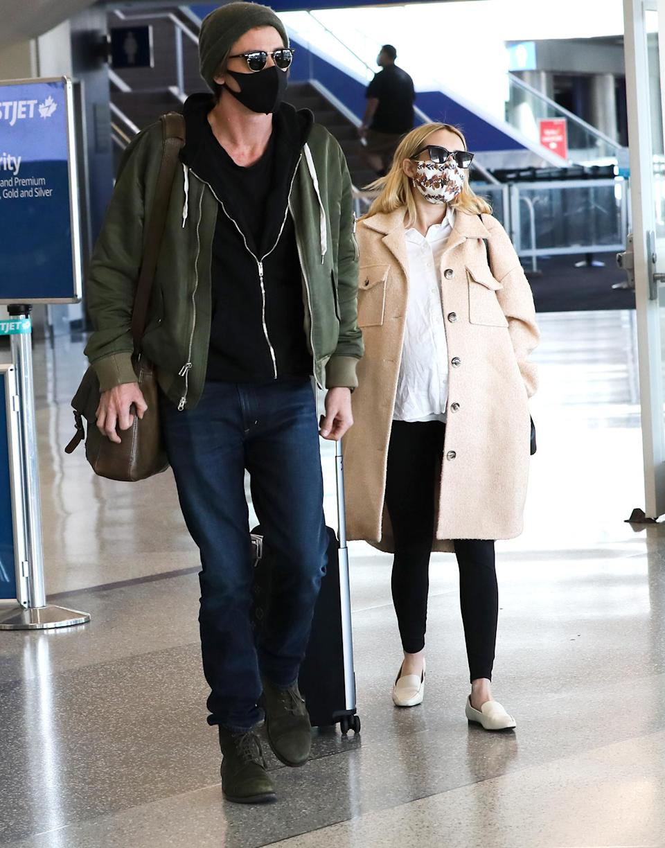 <p>Mom-to-be Emma Roberts and boyfriend Garrett Hedlund arrive at LAX on Sunday, wearing sunglasses and comfy airport attire.</p>