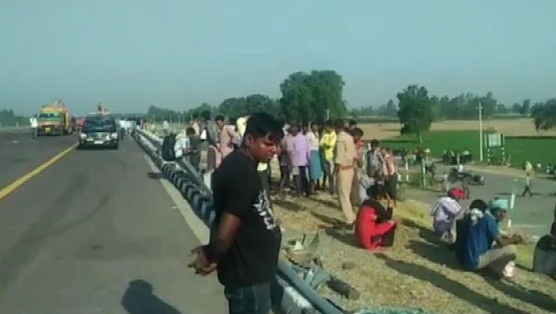 Uttar Pradesh: 5 Dead, Over 30 Injured After Bus Rams Into Tractor Trolley on Agra-Lucknow Expressway in Unnao