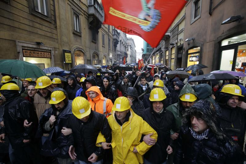 Italian government moves to keep steel plant open