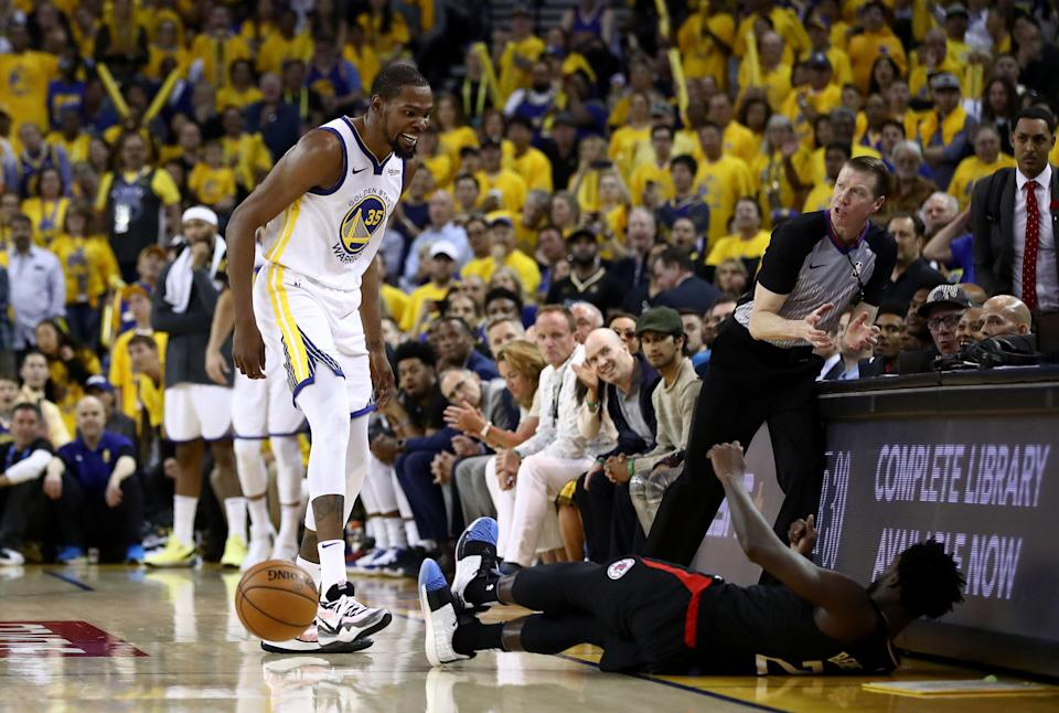OAKLAND, CALIFORNIA - APRIL 13:   Kevin Durant #35 of the Golden State Warriors has words with Patrick Beverley #21 of the LA Clippers during Game One of the first round of the 2019 NBA Western Conference Playoffs at ORACLE Arena on April 13, 2019 in Oakland, California. Both players were ejected after the play.  NOTE TO USER: User expressly acknowledges and agrees that, by downloading and or using this photograph, User is consenting to the terms and conditions of the Getty Images License Agreement. (Photo by Ezra Shaw/Getty Images)