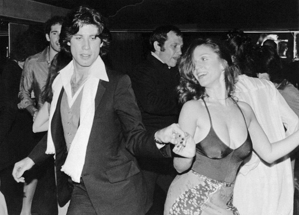 <p>John Travolta Dancing with Marilu Henner in 1978.</p>