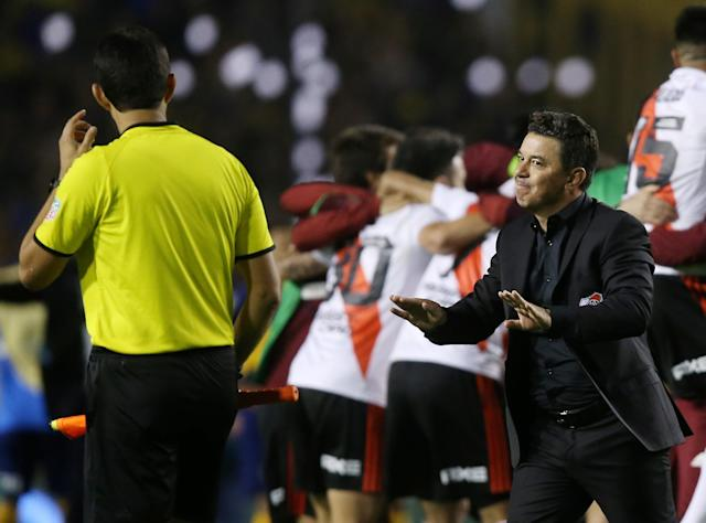 Manager Marcelo Gallardo (right) and River Plate beat Boca Juniors in a relatively tame Copa Libertadores encounter compared to last year's ugliness. (Reuters)