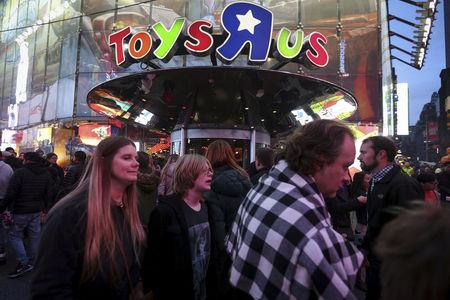 FILE PHOTO:   People walk past Toys R Us in Times Square the day after Christmas in the Manhattan borough of New York, U.S., December 26, 2015.  REUTERS/Carlo Allegri/File Photo