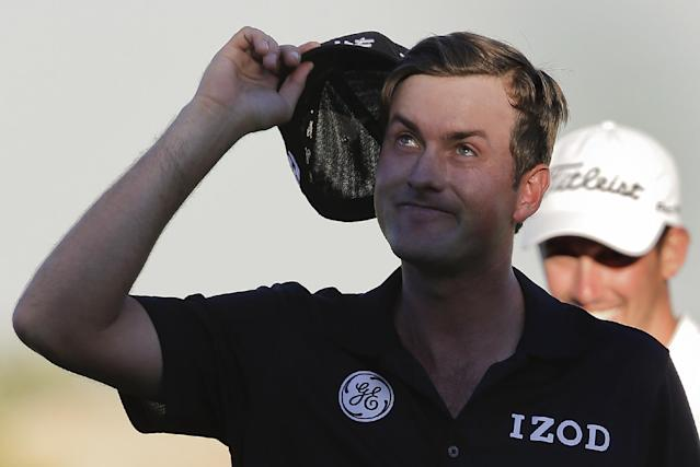 Webb Simpson tips his hat to the crowd after sinking a putt on the 18th green during the final round of the TPC Summerlin tournament, Sunday, Oct. 20, 2013, in Las Vegas. Simpson won the tournament. (AP Photo/Julie Jacobson)