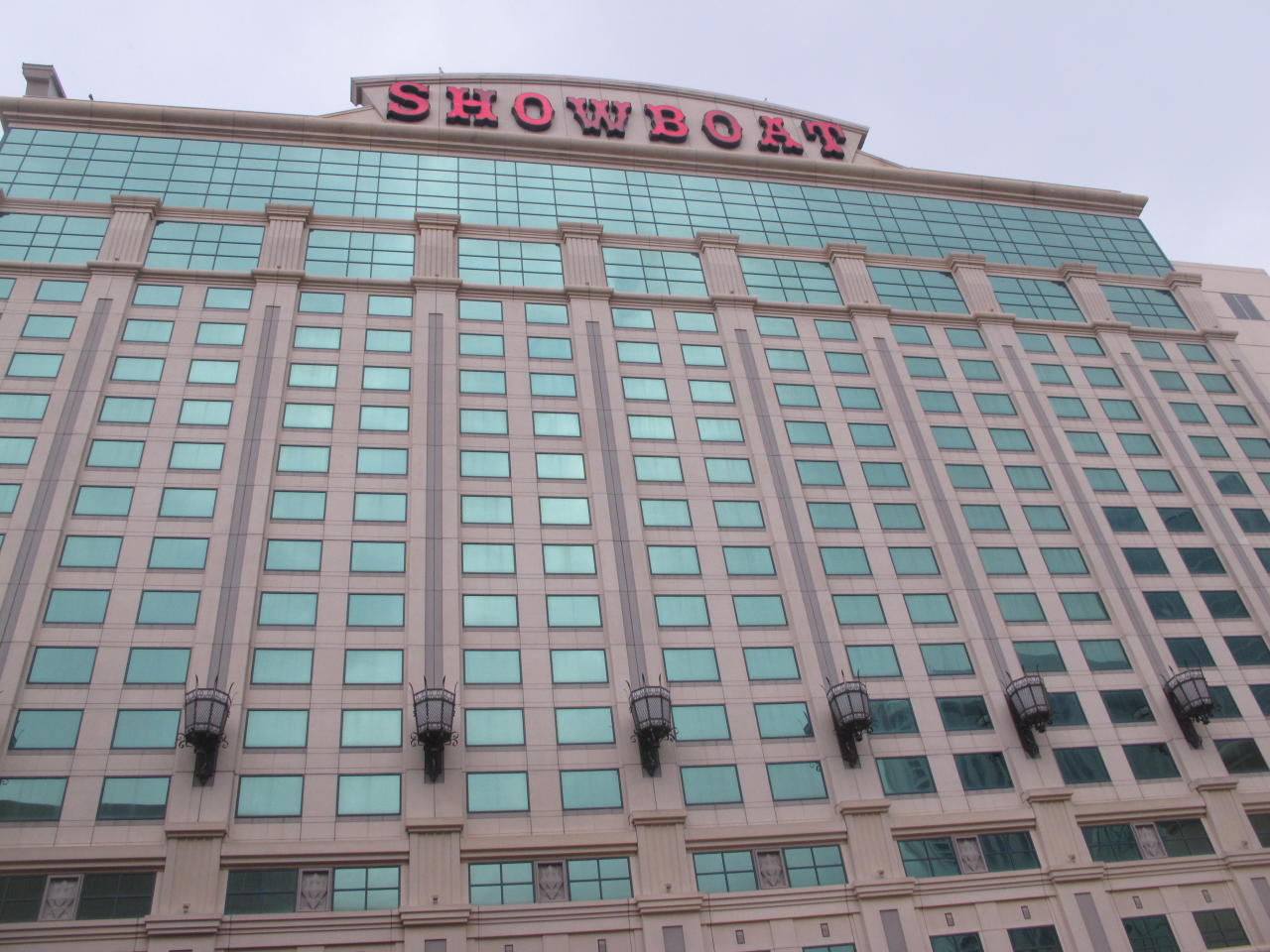 <p> This Nov. 20, 2018 photo shows the exterior of the Showboat hotel in Atlantic City, N.J. on the day that New Jersey authorities approved a plan to convert 400 of the former casino's hotel rooms into 264 market-rate apartments. (AP Photo/Wayne Parry) </p>