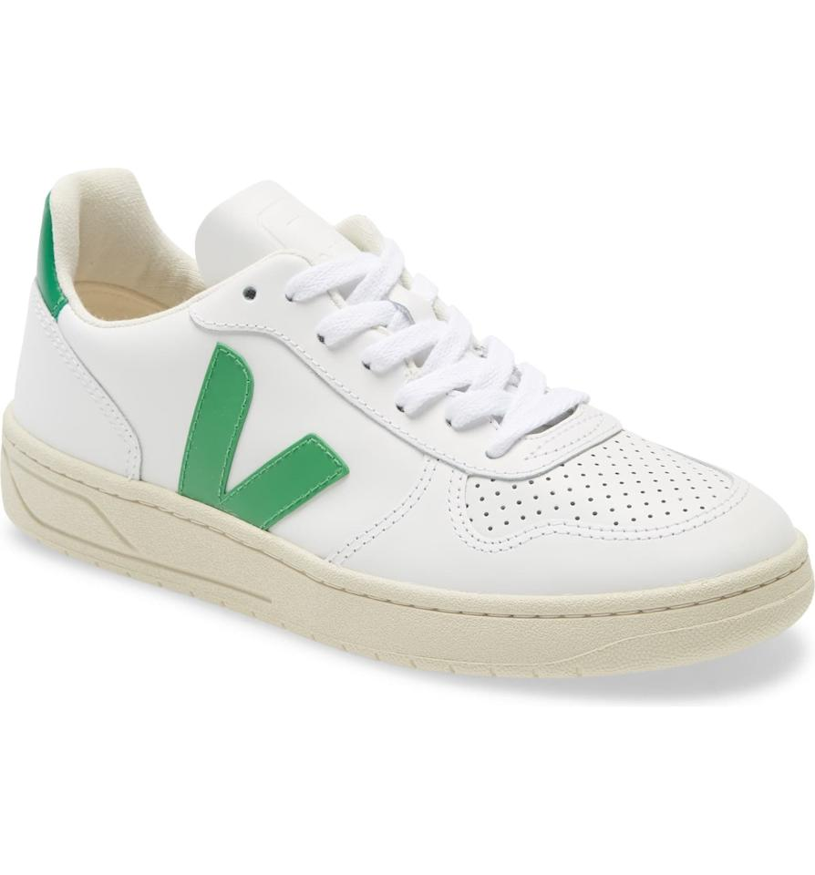 """<p><strong>VEJA</strong></p><p>nordstrom.com</p><p><strong>$112.50</strong></p><p><a href=""""https://go.redirectingat.com?id=74968X1596630&url=https%3A%2F%2Fshop.nordstrom.com%2Fs%2Fveja-v-10-sneaker-women%2F5081553%2Flite&sref=https%3A%2F%2Fwww.elle.com%2Ffashion%2Fshopping%2Fg32935572%2Fmeghan-markle-veja-sneakers-on-sale%2F"""" target=""""_blank"""">Shop Now</a></p><p><strong><del>$150</del> $112.50 (25% off)</strong></p>"""