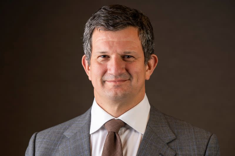 Thomson Reuters names new CEO, earnings top estimates
