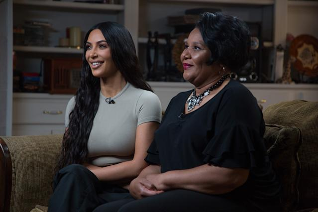 El pasado junio Kardashian consiguió la liberación de Alice Johnson tras haber servido más de 21 años tras las rejas por una condena de por vida por trasiego de drogas.- (Photo by: Nathan Congleton/NBC/NBCU Photo Bank via Getty Images)