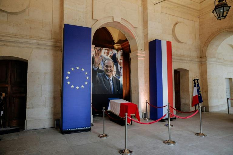 The coffin was draped in a French flag and flanked by a picture of a waving Chirac (AFP Photo/Kamil Zihnioglu)