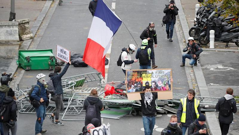 Black Bloc violence mars Yellow Vest first anniversary protests