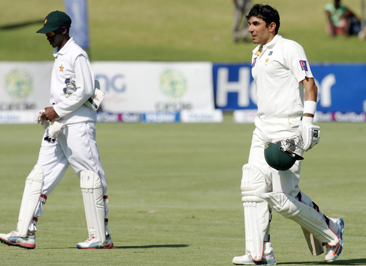 Pakistan captain Misbah Ul Haq (R) goes for a tea break on September 5, 2013 during the third day of the first Test against Zimbabwe at the Harare Sports Club.                   AFP PHOTO / JEKESAI NJIKIZANA        (Photo credit should read JEKESAI NJIKIZANA/AFP/Getty Images)