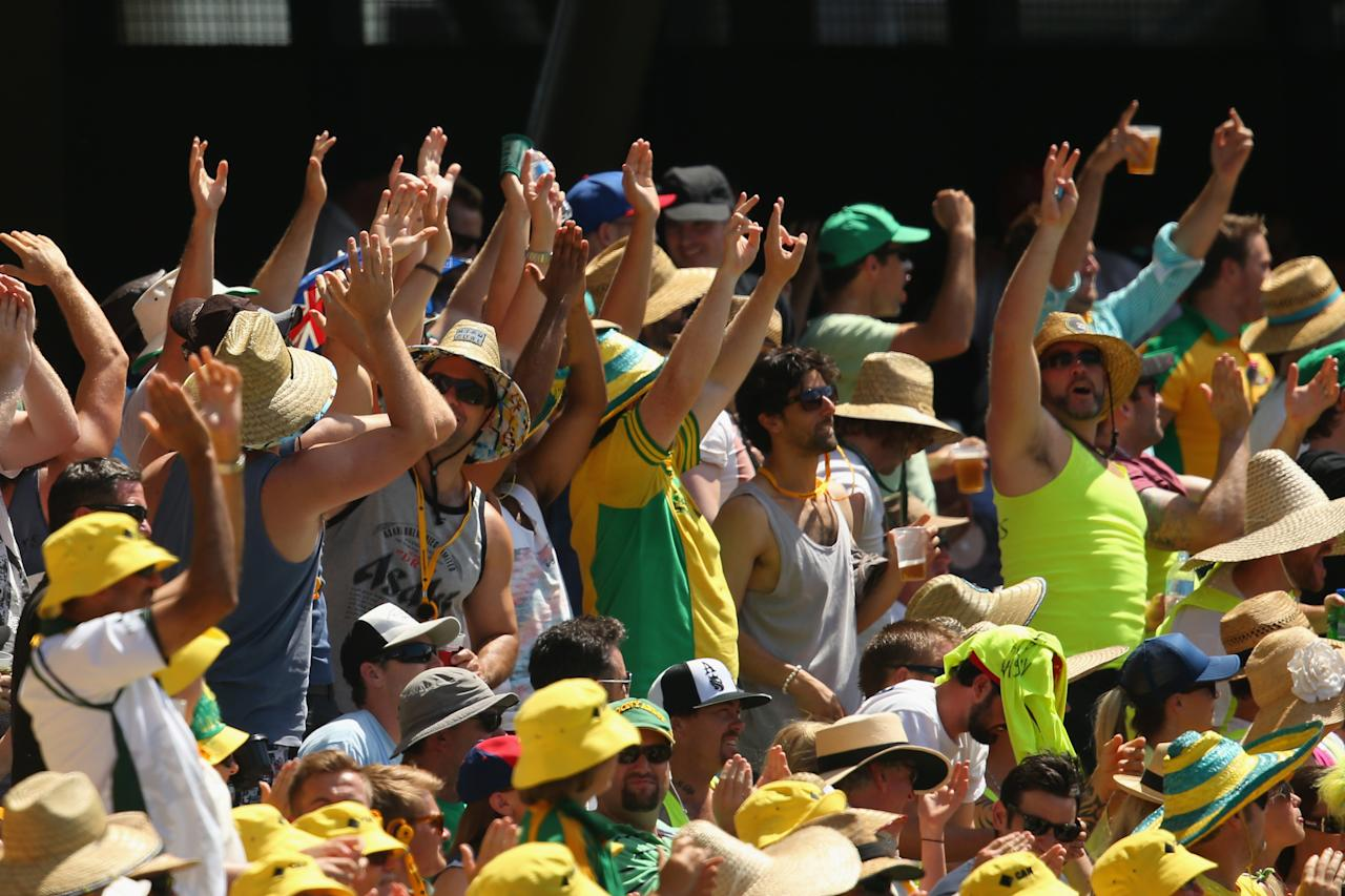 BRISBANE, AUSTRALIA - NOVEMBER 23:  Spectators cheer during day three of the First Ashes Test match between Australia and England at The Gabba on November 23, 2013 in Brisbane, Australia.  (Photo by Mark Kolbe/Getty Images)