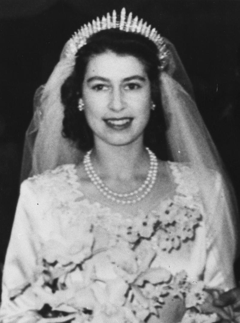 20th November 1947: Princess Elizabeth leaving Westminster Abbey, after her wedding to The Prince Philip, Duke of Edinburgh. (Photo by Topical Press Agency/Getty Images)