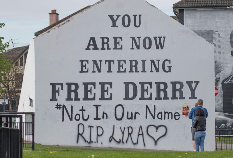 A message of condolence for 29-year-old journalist Lyra McKee which has been graffittied on to the Free Derry Corner (Picture: PA)