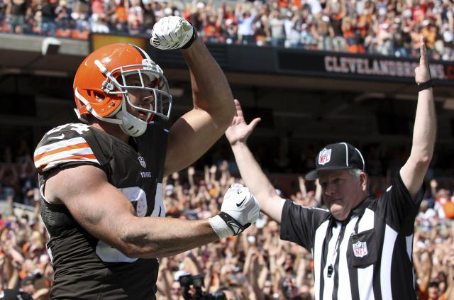 Cleveland Browns tight end Jordan Cameron celebrates a touchdown reception during the second quarter of the Browns NFL football game against the Miami Dolphins in Cleveland, Ohio September 8, 2013. REUTERS/Aaron Josefczyk (UNITED STATES - Tags: SPORT FOOTBALL)