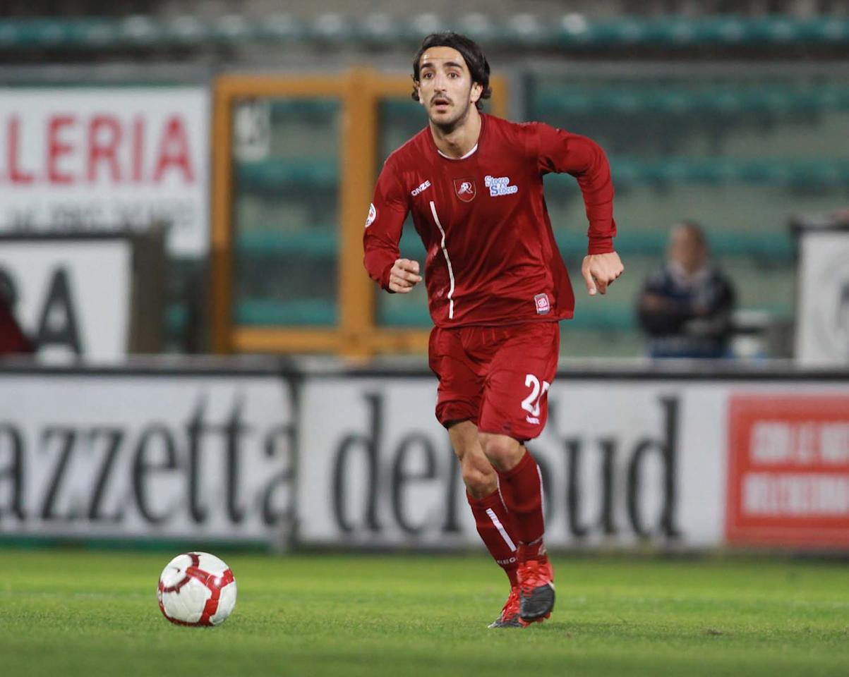REGGIO CALABRIA, ITALY - JANUARY 05: Piermario Morosini of Reggina Calcio is shown in action during the Serie B match between Reggina and Grosseto at Stadio Oreste Granillo on January 5, 2010 in Reggio Calabria, Italy.  (Photo by Maurizio Lagana/Getty Images)