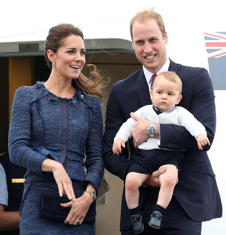 <p>While on the Australia and New Zealand tour, Kate wore the Rebecca Taylor suit at Wellington Airport. </p>