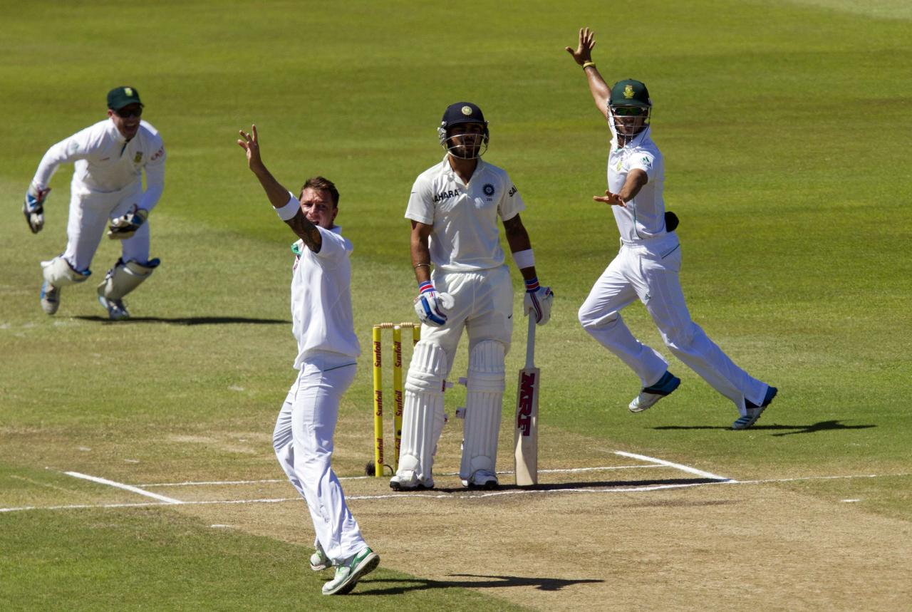 South Africa's AB de Villiers (L), Dale Steyn and JP Duminy (R) appeal successfully for the wicket of India's Virat Kholi during the fifth day of the second cricket test match in Durban, December 30, 2013. REUTERS/Rogan Ward (SOUTH AFRICA - Tags: SPORT CRICKET)