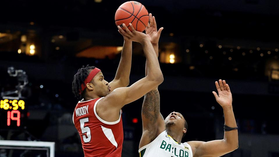 INDIANAPOLIS, INDIANA - MARCH 29: Moses Moody #5 of the Arkansas Razorbacks shoots over Mark Vital #11 of the Baylor Bears during the second half in the Elite Eight round of the 2021 NCAA Men's Basketball Tournament at Lucas Oil Stadium on March 29, 2021 in Indianapolis, Indiana. (Photo by Tim Nwachukwu/Getty Images) ORG XMIT: 775630330 ORIG FILE ID: 1309853534