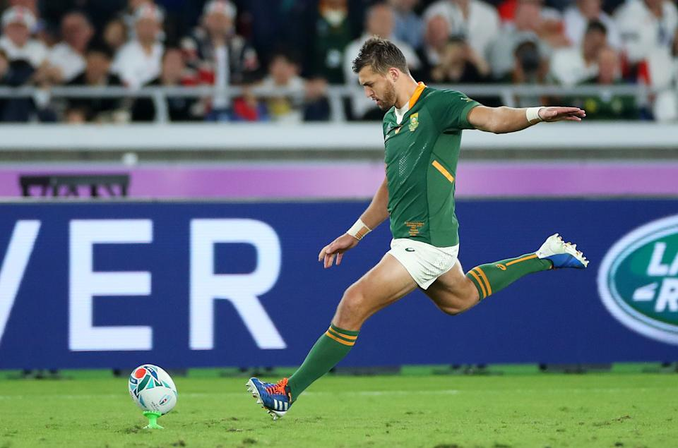 YOKOHAMA, JAPAN - NOVEMBER 02:  Handre Pollard of South Africa kicks a penalty during the Rugby World Cup 2019 Final between England and South Africa at International Stadium Yokohama on November 02, 2019 in Yokohama, Kanagawa, Japan. (Photo by Cameron Spencer/Getty Images)