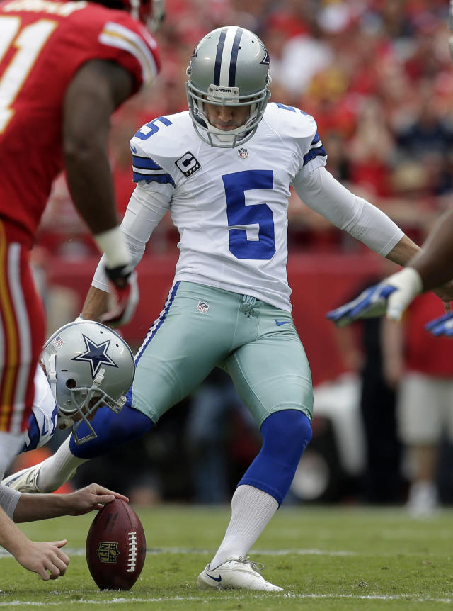 Dallas Cowboys kicker Dan Bailey (5) kicks a field goal during the first half of an NFL football game against the Kansas City Chiefs at Arrowhead Stadium in Kansas City, Mo., Sunday, Sept. 15, 2013. (AP Photo/Charlie Riedel)