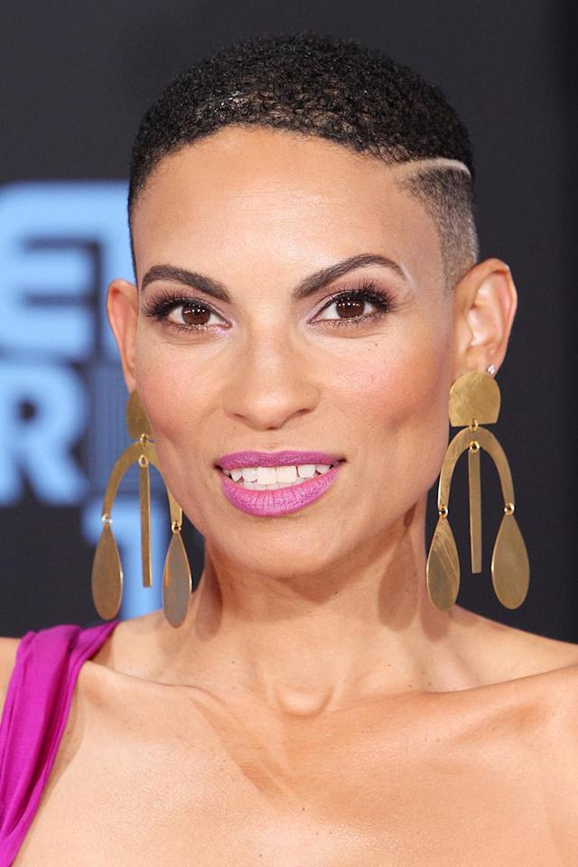 <p>Goapele's textured close cut is edgey, chic, and exceptionally fitting. (Photo: Getty Images) </p>