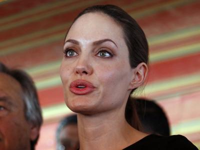 Angelina Jolie visits Syrian refugee camps in Jordan and urges international politicians to take steps towards improving their situation. (Sept. 11)