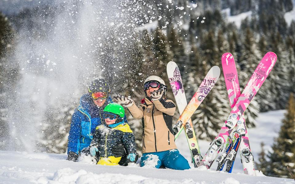 les get family skiing