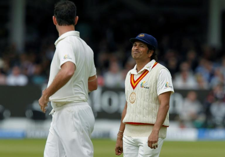 Sachin Tendulkar (R) and Courtney Walsh will coach teams skippered by Shane Warne and Ricky Ponting