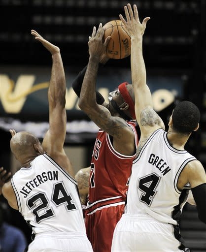 Chicago Bulls' Richard Hamilton, center, shoots over San Antonio Spurs' Richard Jefferson, left, and Danny Green during the first half of an NBA basketball game on Wednesday, Feb. 29, 2012, in San Antonio. (AP Photo/Darren Abate)