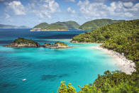 <p>With the chance to snorkel in the blue waters, Trunk Bay is a must for tourists. <em>[Photo: Getty]</em> </p>
