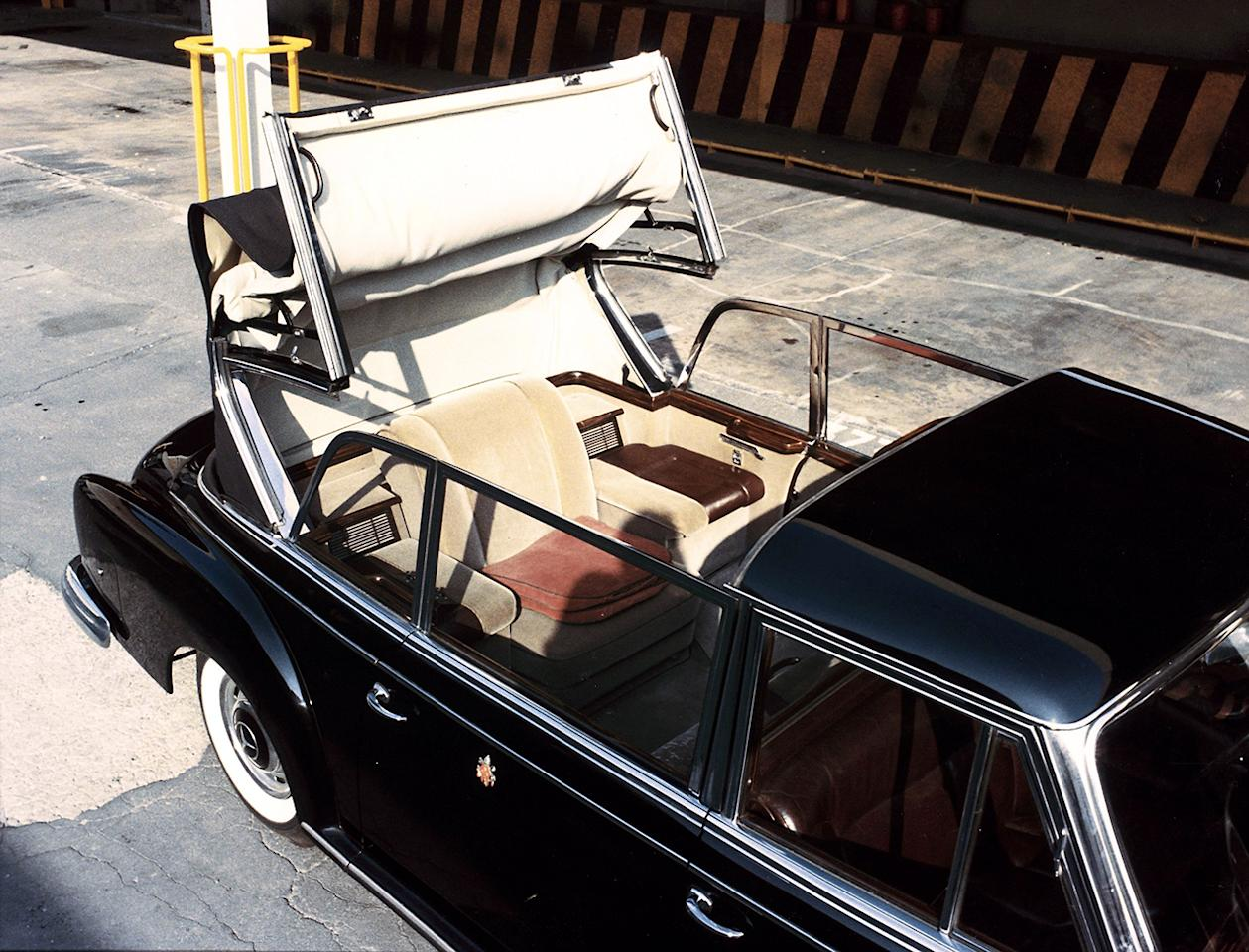 Soft-top for the rear seat: The Mercedes-Benz 300 d presented in 1960 to the Vatican as a new popemobile by Daimler-Benz AG had been designed as a landaulet.