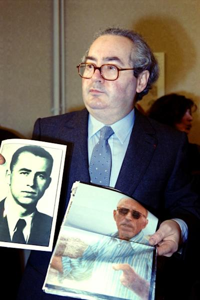 Nazi hunter Serge Klarsfeld holds up two pictures of war criminal Alois Brunner, in Paris in 1989