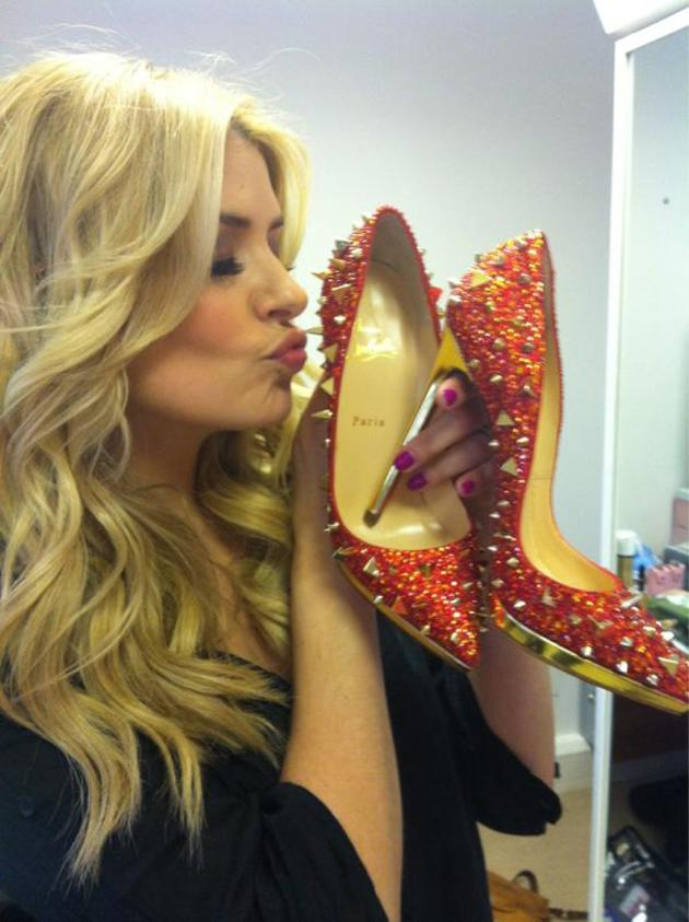 "Celebrity photos: Holly Willoughby gave us serious shoe envy when she tweeted this snap of her holding  a pair of divine heels given to her by will.i.am. She said: ""OMG thank you Santa Louboutin... Aka @iamwill... I just love them!"" We're seriously jel."