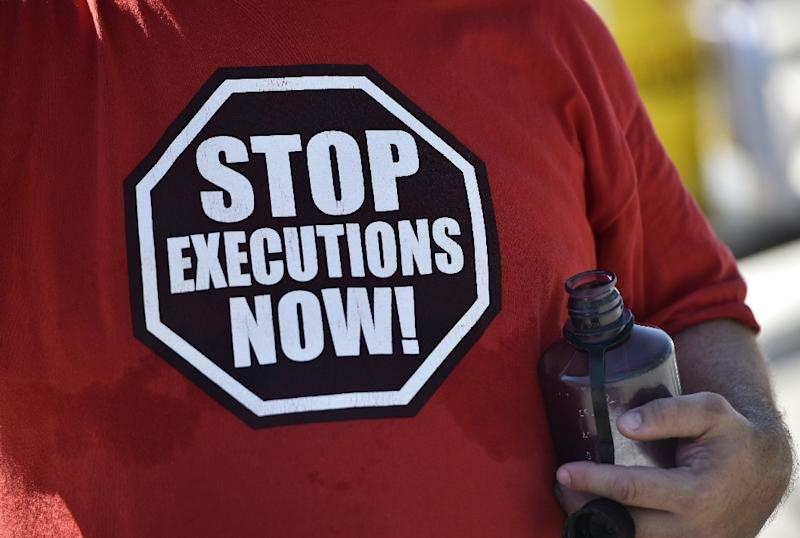 An anti-death penalty activist demonstrates in front of the US Supreme Court in Washington, DC (AFP Photo/Mandel Ngan)