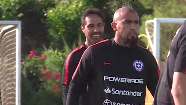 111019 Chile training Arturo Vidal Claudio Bravo