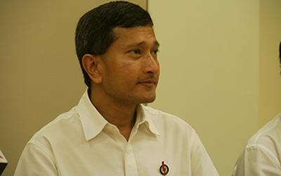 Dr Vivian Balakrishnan puts the controversial video featuring SDP candidate Vincent Wijeysingha to rest. (Yahoo! photo/ Faris Mokhtar)