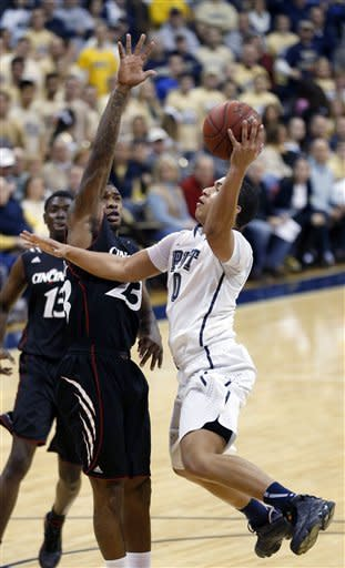 Pittsburgh's James Robinson (0) shoots in front of Cincinnati's Sean Kilpatrick (23) in the first half of the NCAA college basketball game, Monday, Dec. 31, 2012, in Pittsburgh. (AP Photo/Keith Srakocic)