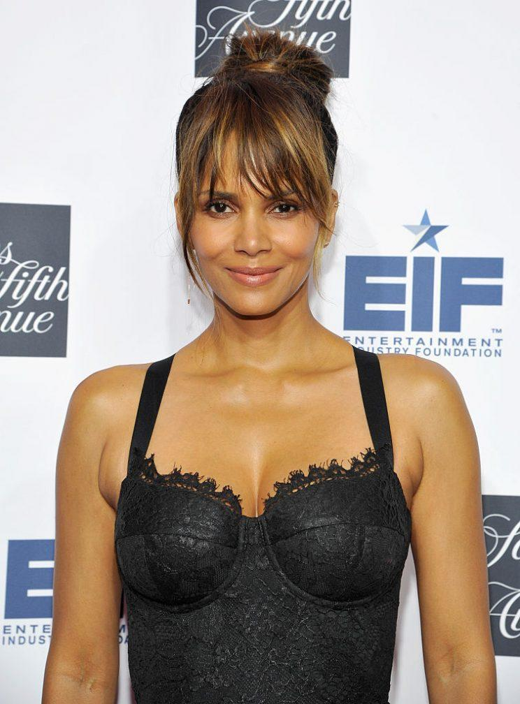 BEVERLY HILLS, CA - OCTOBER 10: 2016 Key To The Cure Ambassador, Halle Berry attends Saks Fifth Avenue celebrates Key To The Cure at Mr Chow on October 10, 2016 in Beverly Hills, California. (Photo by John Sciulli/Getty Images for Saks Fifth Avenue)