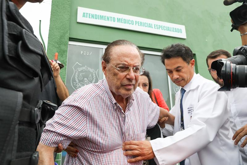 Brazilian lawmaker Paulo Maluf (C), a former mayor of Sao Paulo, is escorted by Federal Police as he leaves the Legal Medical Institute in Brasilia on December 22, 2017. Maluf was sentenced by the Supreme Court to seven years and nine months in prison for money laundering, in May this year. On December 19, Supreme Court justice Edson Fachin ordered him to immediately begin serving his sentence at a penitentiary in Brasilia. / AFP PHOTO / Sergio LIMA (Photo credit should read SERGIO LIMA/AFP/Getty Images)