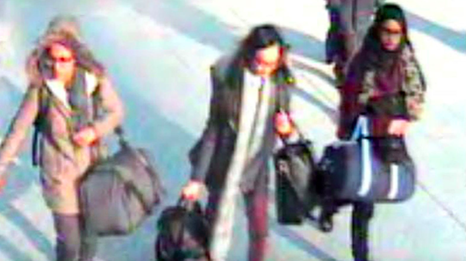 <em>Begum (right) travelled to Syria with Amira Abase (left) Kadiza Sultana (centre) (Met Police)</em>