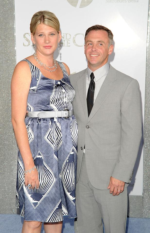 """<a href=""""http://movies.yahoo.com/movie/contributor/1804503942"""">David Eigenberg</a> and guest at the New York City premiere of <a href=""""http://movies.yahoo.com/movie/1810111276/info"""">Sex and the City 2</a> - 05/24/2010"""