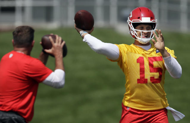 "Will Patrick Mahomes and his canon catapult fantasy owners to victory? Yahoo Fanalysts Liz Loza and <a class=""link rapid-noclick-resp"" href=""/soccer/players/373743/"" data-ylk=""slk:Brad Evans"">Brad Evans</a> discuss. (AP Photo/Orlin Wagner)"